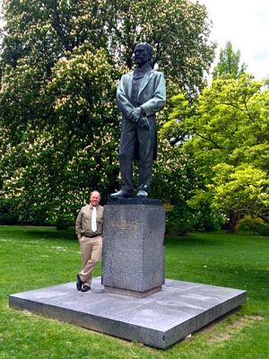 Dvořák statue